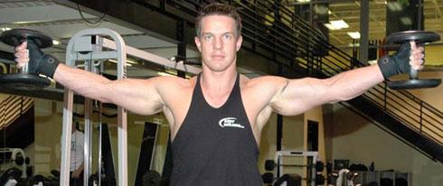 Izlazi sa steroidima ženskog bodybuilder-a